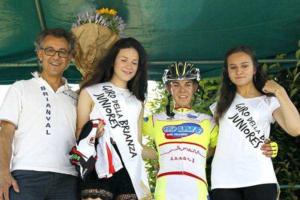 Aldo Caiati vincitore della gara con le miss (Foto Kia)