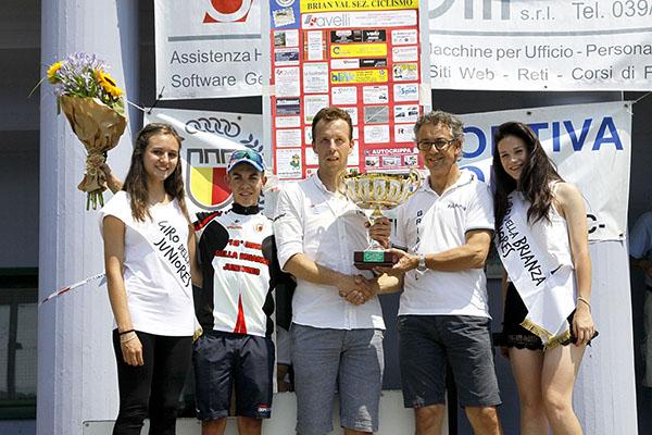 Daniele Contrini DS del Team LVF premiato ad Olgiate Molgora (Foto Kia)