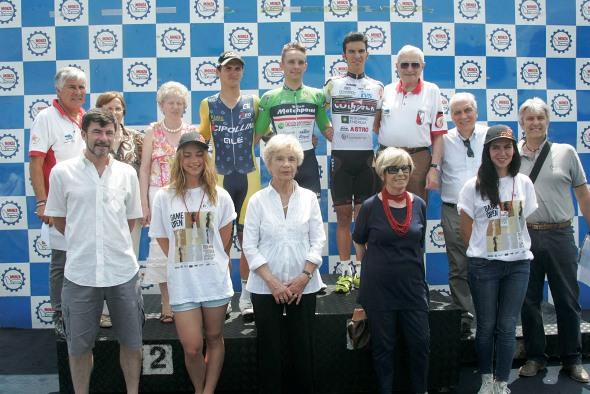 14.06.14 - (Piso) - ALBANI GIORGIO - i di fianco al podio della sua corsa - Premiazioni con Bugno e Albani