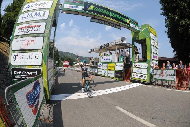 La vittoria di Verza al Colle Gallo (Foto Rodella)