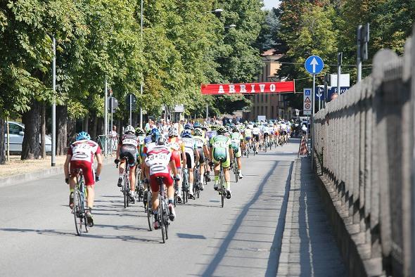 Un passaggio nel centro di Abbiategrasso (Foto Pisoni)