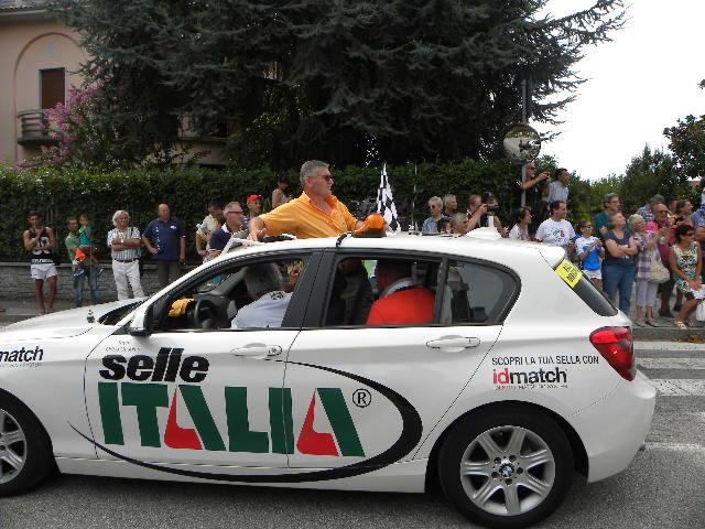 Mario Minervino in ammiraglia guida il gruppo (Foto Nastasi)