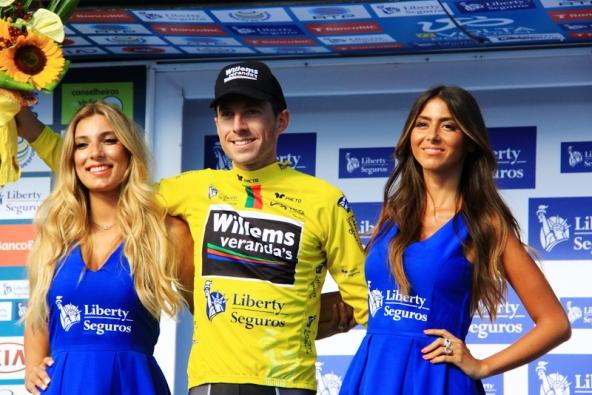 Gaetan Bille in maglia gialla (Foto JC Faucher)