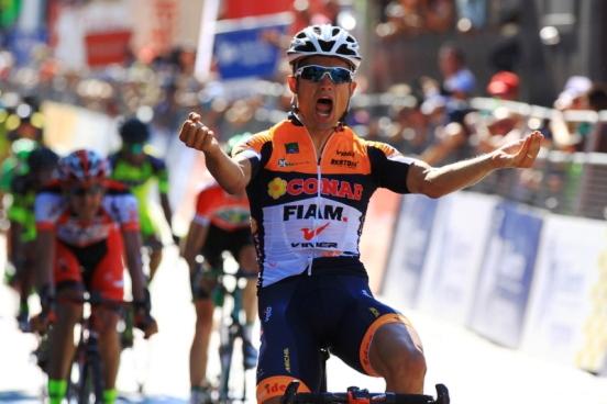 Lo sprint di Davide Vigano^ a Fafe (Foto Jean Claude Faucher)