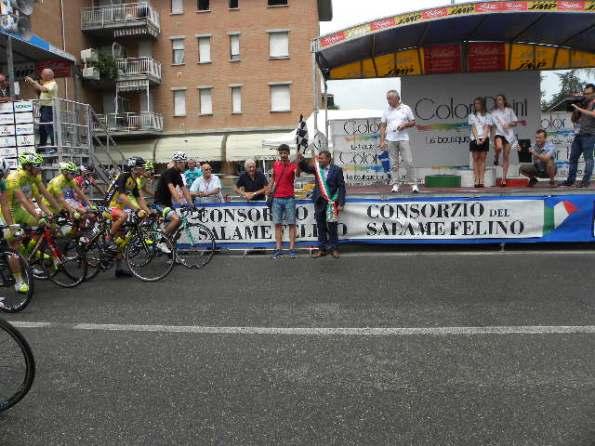 L'ex Professionista Luca Dodi da il via alla corsa (Foto Nastasi)