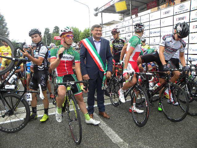 Sindaco di Felino, Maurizio Bertani con i due Tricolori al via (Foto Nastasi)