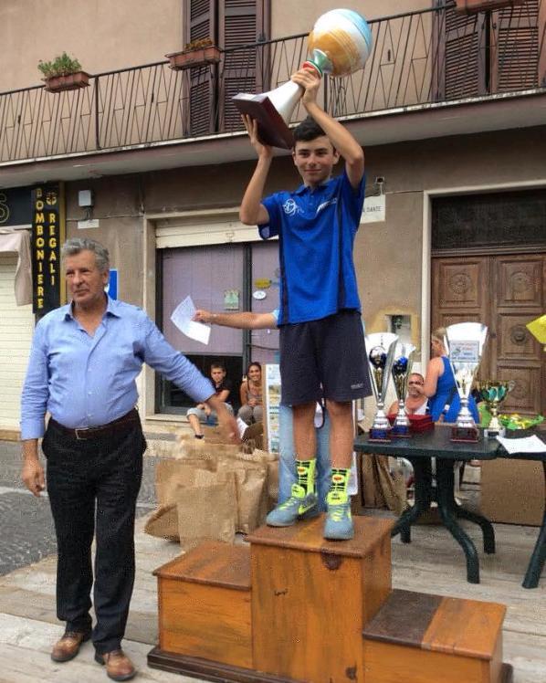 Il Sindaco Della Rosa premia il vincitore Parravano