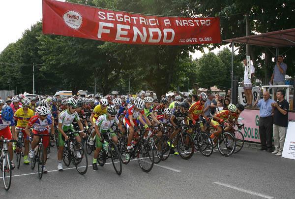 Il via ufficiale alla corsa (Foto Berry)