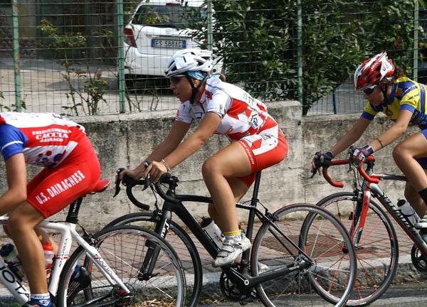 Passaggio con ciclogyrl a centro gruppo (Foto Berry)