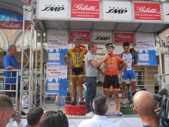Cav Zama col podio (Foto Andrea Silvagni)