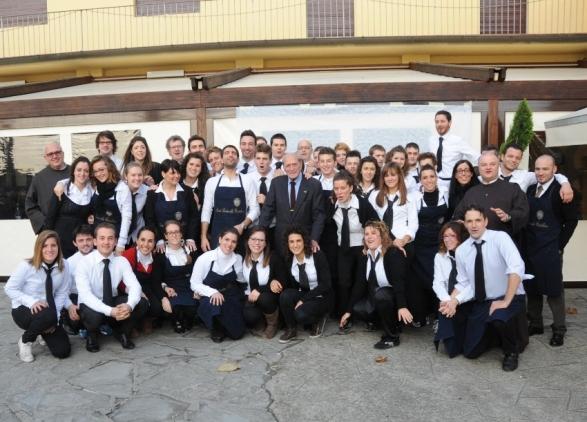 Alfredo Martini, al centro, con i Volontari della Castellina e, a sx, Padre Agostino, a dx Padre Raffaele