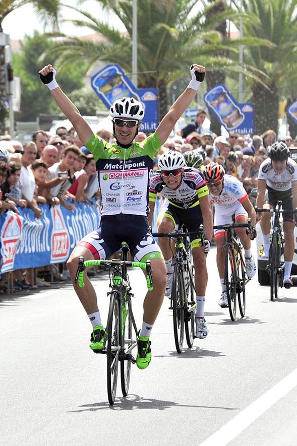 Alfio Locatelli vince allo sprint la 69^ Firenze-Mare (Foto Soncini)