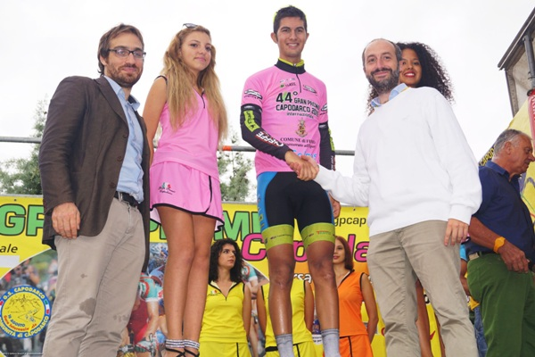 Riccardo Donato premiato sul podio di Capodarco
