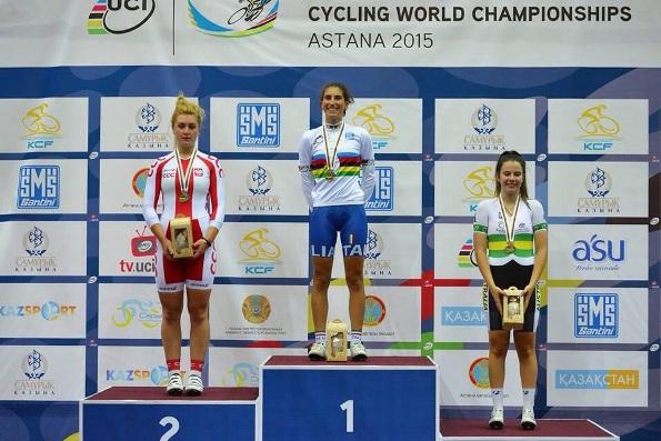 da sx Justina Kaczkowska, Elisa Balsamo e Nicola Mac Donald, podio iridato scratch donne junior