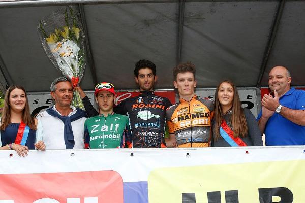 Podio all'arrivo con lo sponsor Bernini e il sindaco Portinari (Foto Pisoni)