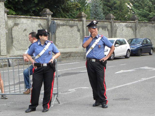 Carabinieri in servizio G R A Z Z Z I E!!! Foto Pisoni)