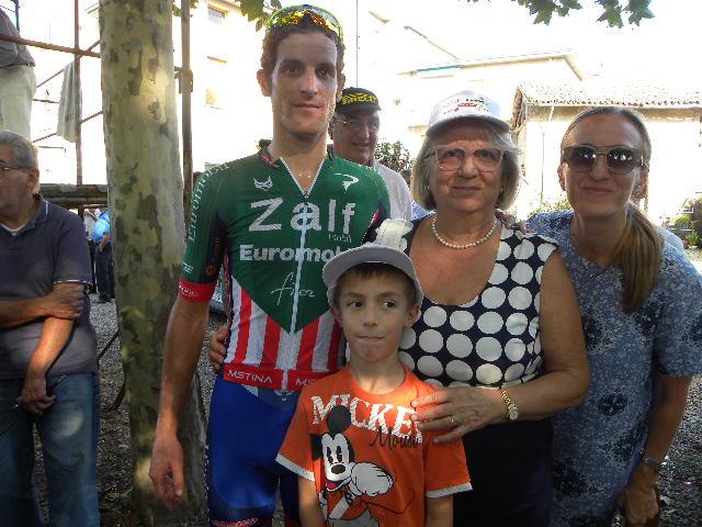 Marco Gaggia con Alessandro e i suoi tifosi a Castelnuovo Scrivia
