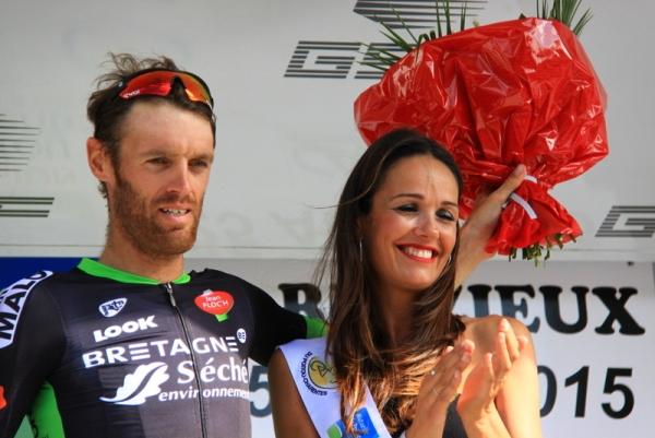 Gerard Arnaud sul podio con la miss (Foto JC Faucher)