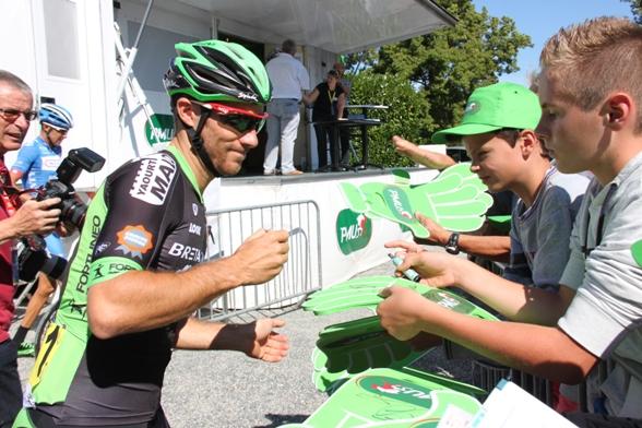 Molte richieste di autografi (Foto JC Faucher)