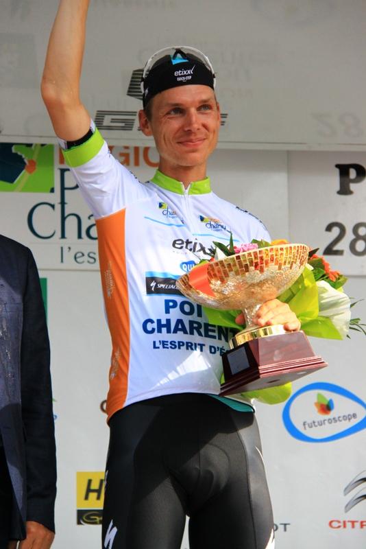 Tony Martin sul podio con i fiori (Foto JC Faucher)