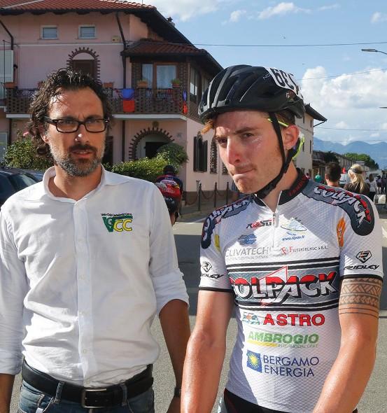 Simone Consonni con l'organizzatore Fabio Marzaglia (Foto Pisoni)