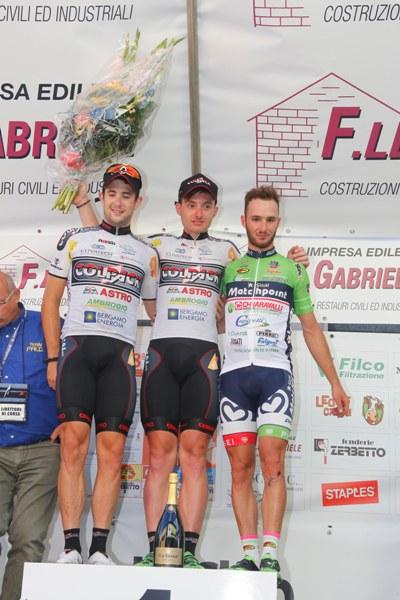 da sx, Minali, Consonni e Bonifazio, podio Castelletto Cervo (Foto Pisoni)