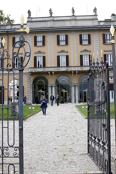 Ingresso palazzo ex provincia Como  (Foto Kia)