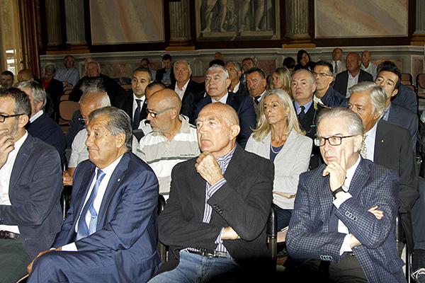Pubblico alla presentazione del 109^ Lombardia  (Foto Kia)
