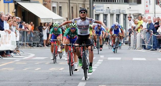 Simone Consonni stravince allo sprint (Foto Pisoni)
