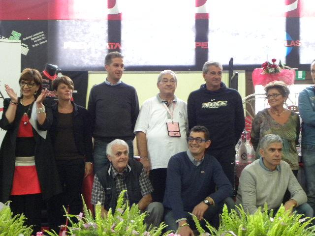 Valerio Torriani in t-short bianca, da 15 anni nell'organizzazione della Busto Scopello (Foto Nastasi)
