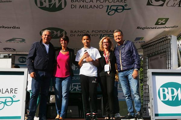 I Legnanesi sul palco della Bernocchi (Foto Pisoni)