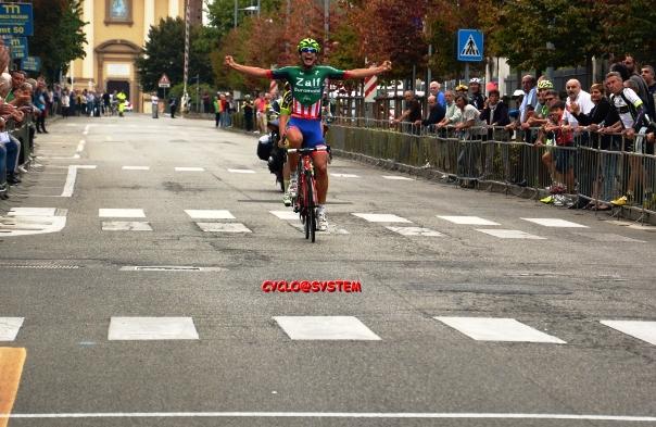 Andrea Toniatti vince a Sannazzaro (foto cyclo@system)