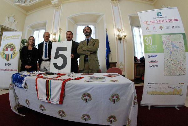 da sx, ass Ida Piazza, Presidente Renzo Oldani, Giornalista Sergio Gianoli e Sindaco Varese, Attilio Fontana (Foto Beppe Fierro)