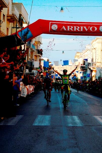 L'arrivo vittorioso di Isaia Modena (Foto Asd Polisport)