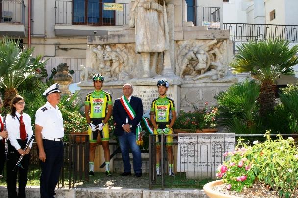 Omaggio al Monumento ai Nostri CADUTI  (Foto Asd Polisport)