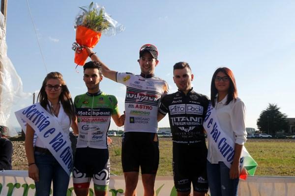 Da sx, Luca Pacioni, Riccardo Minali e Andrei Voicu, Podio 95^ Circuito Alzatese (Foto Pisoni)