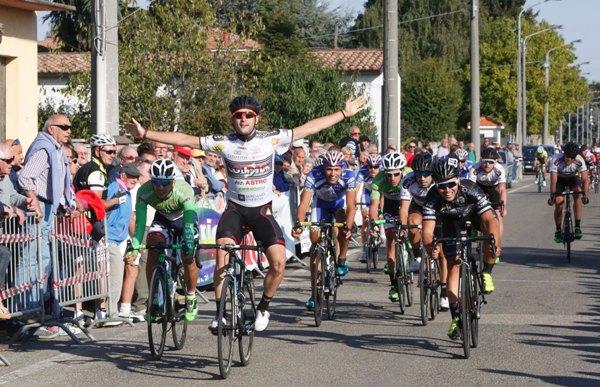 Riccardo Minali allo sprint (Foto Pisoni)