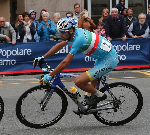 Vincenzo Nibali in azione a Varese (Foto Pisoni)