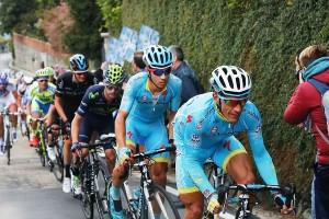 Paolo Tiralongo, guida il gruppo sulla salita di Superga (Foto Pisoni)