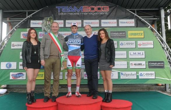 Bagioli in maglia di vincitore del GPM (Foto Rodella)