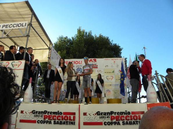 Vicesindaco Azzurra Mancini premia Andrea Fedi miglior giovane (Foto Nastasi)