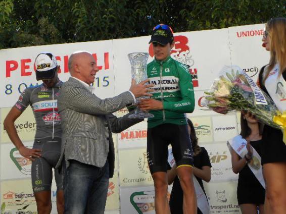 Sindaco Macelloni premia il vincitore Prades (Foto Nastasi)