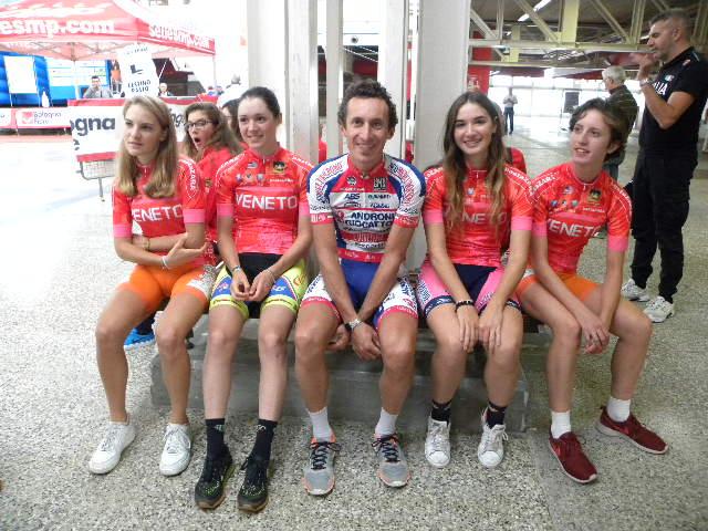 Rappresentanza squadra CR Veneto con al centro Franco Pellizotti (Foto Nastasi)