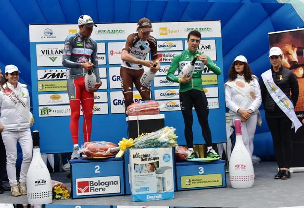 da sx Fedi, Bakelants e Madrazo, Podio del 98^ Giro dell'Emilia (Foto di Armanden)