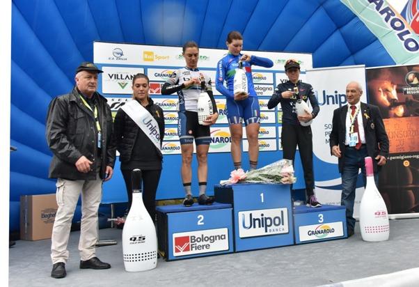 Longo Borghini Elisa sul podio del Giro dell'Emilia Donne (Foto Armanden)