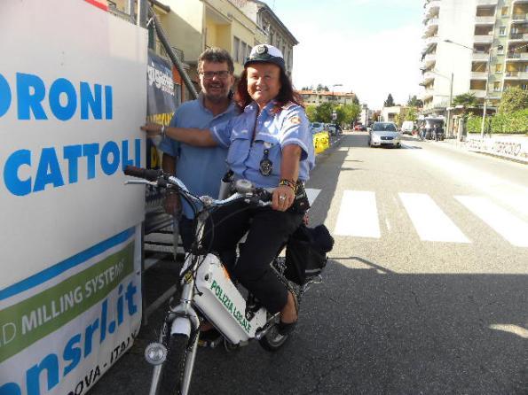Una Agente della Polizia locale in servizio a Somma con Maurizio Macchi
