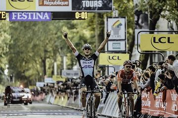 Matteo Trentin vince la Parigi-Tours