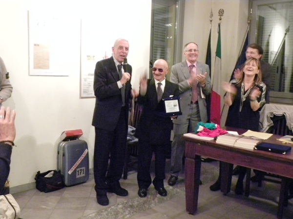 Macchi consegna targa a Severini (Foto Nastasi)