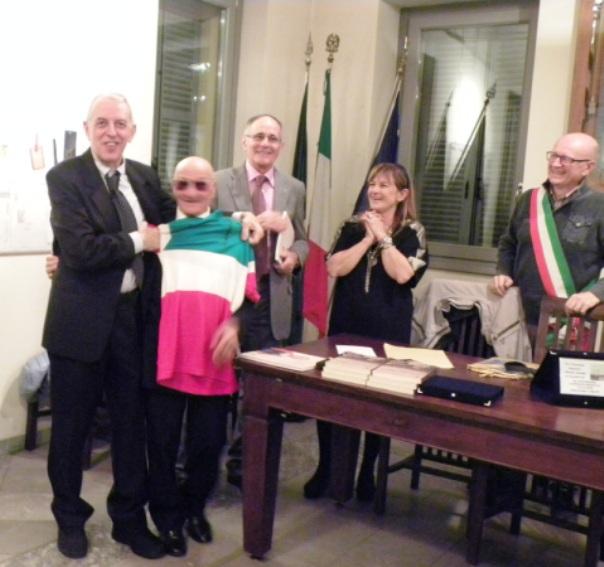 Presidente Macchi veste di Tricolore Amerigo Severini (Foto Nastasi)