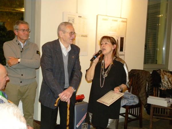 Ass. Daniela Rabolli e un premiato (Foto Nastasi)